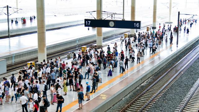 platform-of-a-train-station_res_640x360
